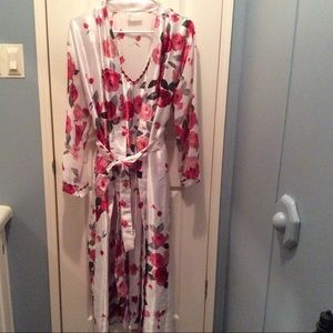 Other - Beautiful rose nightgown and robe